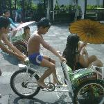 playing mini becak