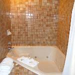 Shower & jetted tub