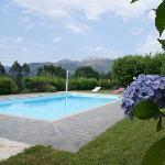 piscina con vista panorámica a la montaña