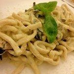 ディナー:ズッキーニとチーズの生パスタ