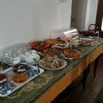 buffett con dolci fatti in casa e ottimi salumi e formaggi