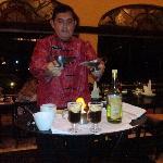 Victor Manuel Alcocer! mesero de Aventura Spa, solo le pedimos un cafe...y nos llevó un show del
