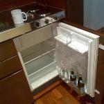 interessanter Kühlschrank mit SEHR viel Inhalt