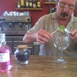 Preparación de gin tonic