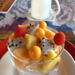 The fruits served for breakfast
