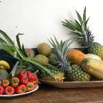 Frische, tropische Früchte zum Frühstück