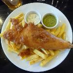Mon Fish & Chips - sauce tartare - purée de petits pois à la menthe. Miam!!