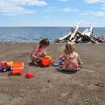 Plage en bordure de mer (baie des Chaleurs) / beach by the sea (Chaleurs Bay)