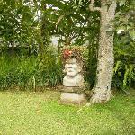 une statue dans les jardins