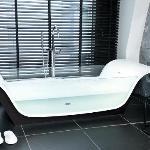 Glass Bath in Suite 610