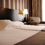 amplia habitación 2 camas