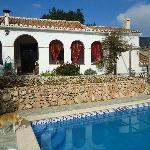 la piscine et la terrasse couverte