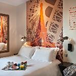 Chambre double room service Hotel Alpha Paris Tour Eiffel