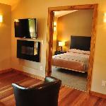 A beautiful & bright 1-bedroom condominium suite!