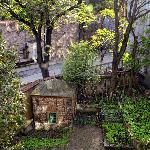 las vistas..con un pequeño cementerio y muralla del Topkapi