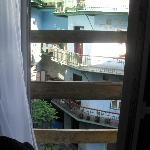 Porta finestra che da su un balcone INESISTENTE