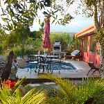 la piscine (privée mais accessible sur demande)