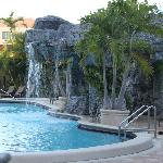Pool mit Wasserfällen