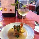 Triple sensación de batata con copa de vino
