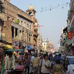 Das Leben auf Delhis Main Bazar - direkt vor der Tür des Hari Piorko