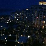 St. Regis Saadiyat Island bei Nacht / Blick Balkon Ocean Suite