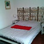 LA grande chambre, avec un lit double vraiment confortable