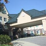 The entrance to the Country Inn & Suites