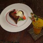 Our yummy Honeymoon Cake and welcome drink..