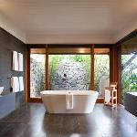 Qualia Windward Bath Sept RGBFinal