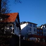 Dependance -links-u.Hotel-rechts-,am 26.11.12
