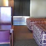 Bellflower Travel Inn KSGuestroom