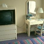 Desk and TV in Room 1022