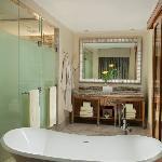 Grandeur - Bathroom