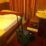 camera piuttosto piccola per un 4 stelle, manca anche il tavolino per posizionare la valigia