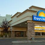 Welcome to the Days Hotel and Suites - Lloydmisnter
