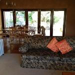 Photo de Clovelly Lodge Guest Apartments
