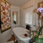 Soaking tub with a private view
