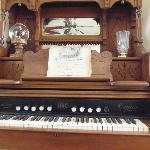 Cool Piano/Organ in Sitting Room