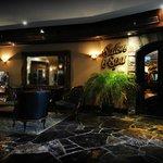 Lobby & Salon