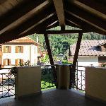 la terrazza della camera,spaziosa e con una bella vista sul paese di Dimaro