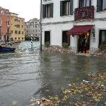 浸水風景 隣のホテル