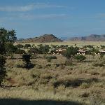 Bungalows vor den versteinerten Dünen