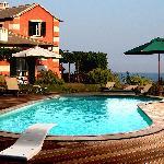 immagine piscina e giardino
