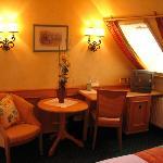 Sitzecke in jedem Zimmer vorhanden Hotelzimmer