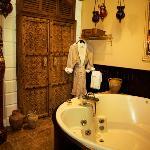 Agatha Christie Grand Suite Bath