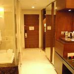 stanza con bagno a vista spaziosa ed arieggiata