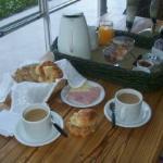 desayuno muyy rico en el desayunador
