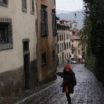 En la calle del hotel, S. Lorenzo