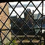 vue depuis la fenetre à l'ancienne (vitres au plomb)