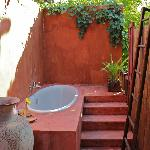 Outdoor tub in Bao Sao Suite